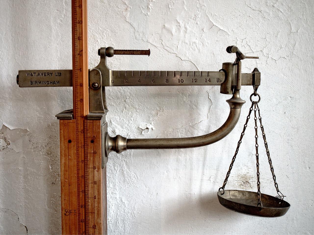 Abnehmen in Brandenburg - Wunschgewicht mit Hypnose - Bild einer alten Waage