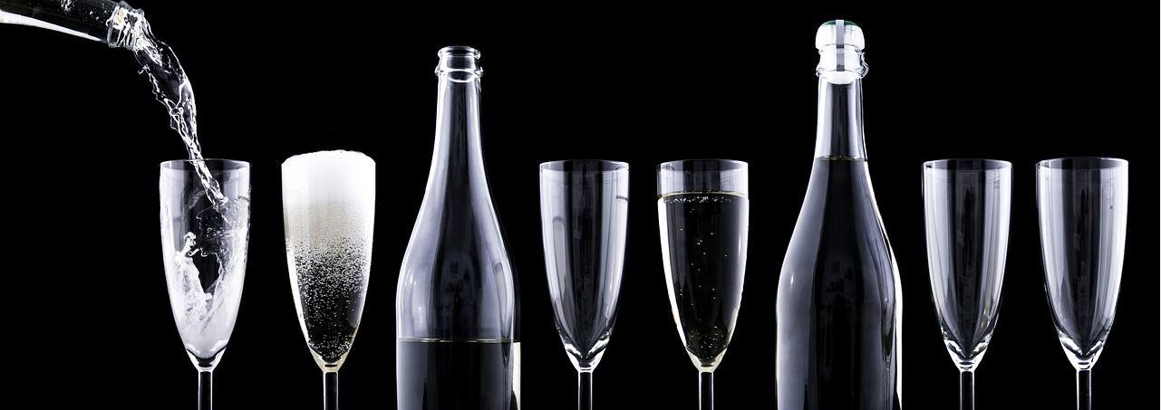 Raucherentwoehnung Deutschland - Champagner Symbolbild