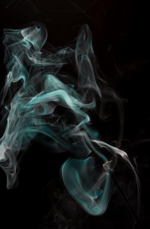 Der Raucher - Zigarettenqualm als Symbolbild