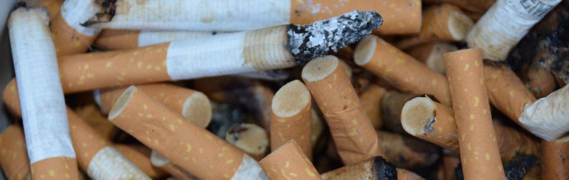 Psychische Abhängigkeit - Zigarettenkippen Symbolbild