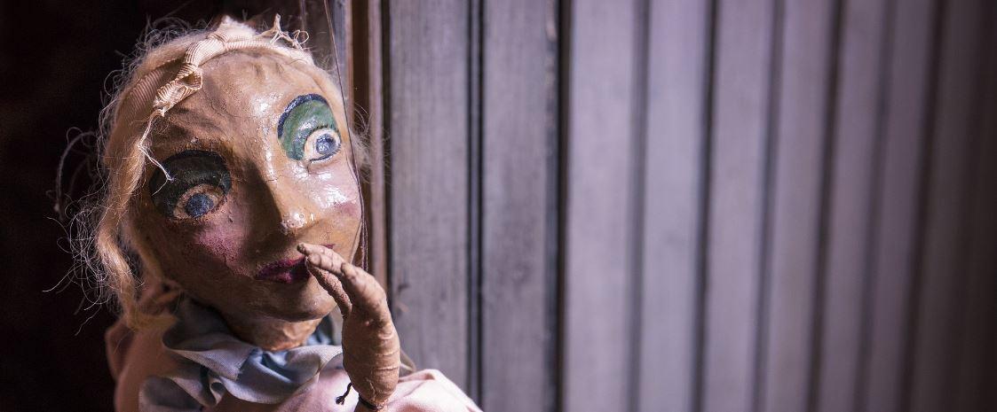 Abhängigkeit Zigarette - Marionette als Symbol