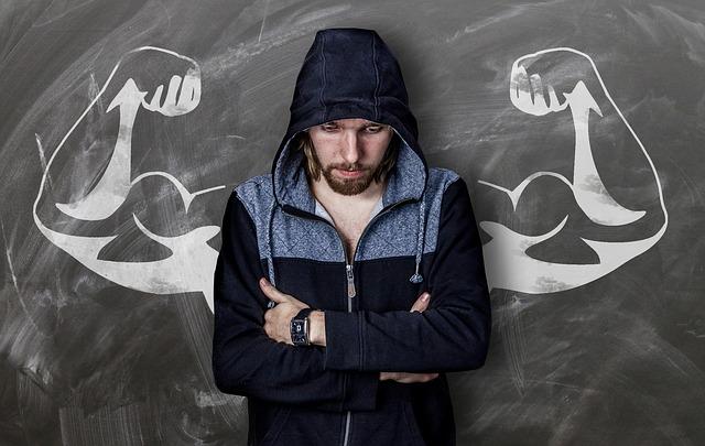 Nichtraucher durch Willenskraft - Symbolbild starker Mann mit Zweifeln